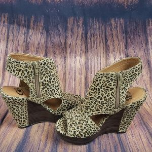 Gianni Bini Leopard Print Platform Sandal S…